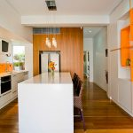 how-to-blend-white-and-bold-colors-in-kitchen