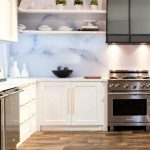 modern-backsplash-kitchen-810x828