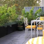 Balcony-garden-that-secures-the-spaces-privacy
