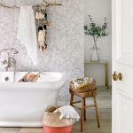 rt-CHI-AUG-COOLCOUNTRYLIVING-BATH-21-920x920